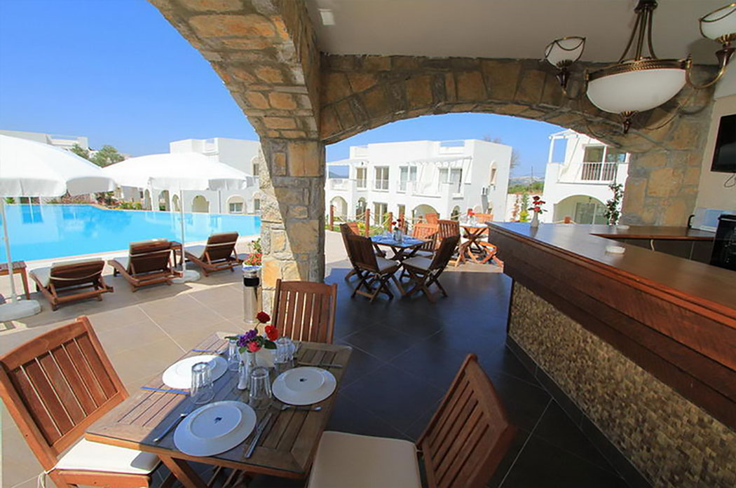 Bar Pool Side | Lakeshore Golf Apartments Bodrum